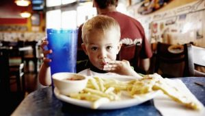 How to Help Your Kids Develop Healthy Eating Habits
